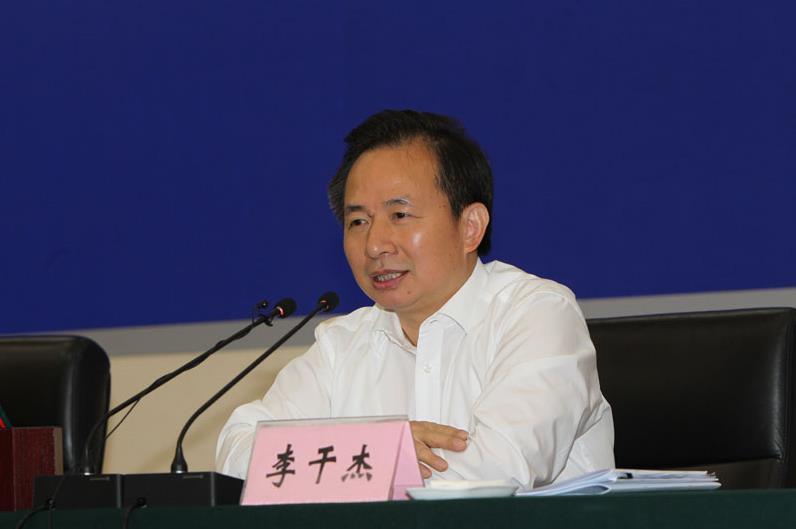 生态环境部党组书记、部长李干杰出席会议并讲话。